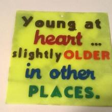 giovane cuore cartello giovane at cuore più vecchio cartello sciocco divertente