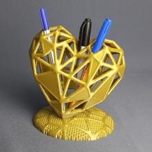 heart pen holder store pen art desk fdm heart  math office vase pla voronoi lowpoly penholder pencilholder decor generative pencilcase pencase topological optimization