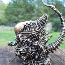 xeno negozio alieno antico cartone animato carina fantasia mostro carattere steampunk scifi stilizzato tavolo xenomorfo hrgiger biomeccanico